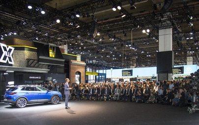 Izvršni direktor Lohscheller je na IAA v Frankfurtu najavil Oplov prvi priključni hibrid